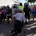 США применили слезоточивый газ против мигрантов на границе с Мексикой