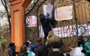 В УПЦ рассказали о попытке штурма резиденции митрополита под Днепром
