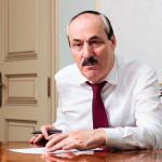 Абдулатипов написал письма в защиту арестованных чиновников и Магомедова