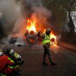 От дальнобойщиков до школьников: почему французы наращивают протест