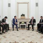 Трехчасовое перемирие: чем завершились московские переговоры Путина и Абэ