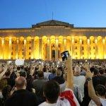 В Тбилиси протестующие отказались расходиться после уступок от властей