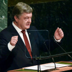 Порошенко заявил о вводе Россией санкций против «очень достойных людей»